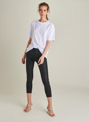 NGSTYLE Taşlı Zincir Detaylı Tişört Beyaz